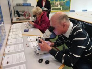 senioren_mikroskop